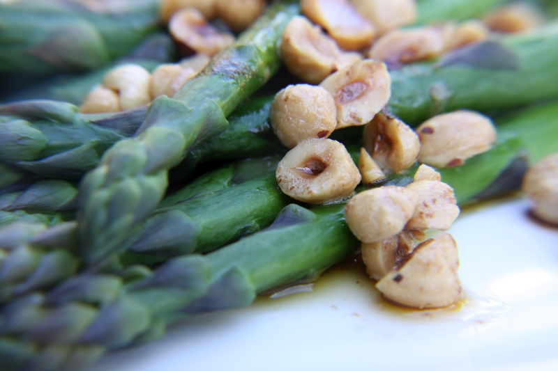 asparagus with hazelnuts2 resized