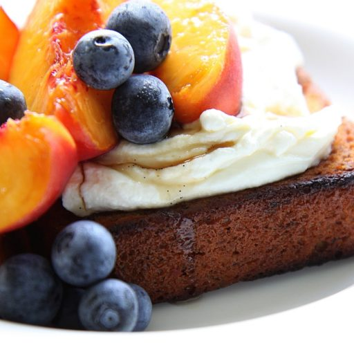Banana bread with peaches and thick yoghurt